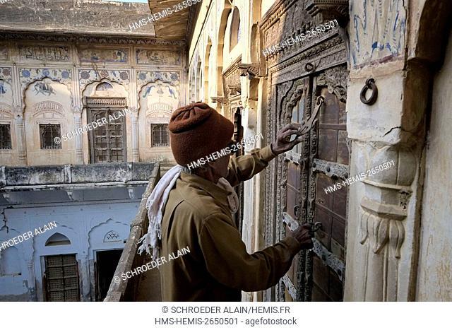 India, state of Rajasthan, Shekhawati region, Mandawa, private Haveli with chandeliers, Shekhawati is a semi-arid historical region located in the northeastern...