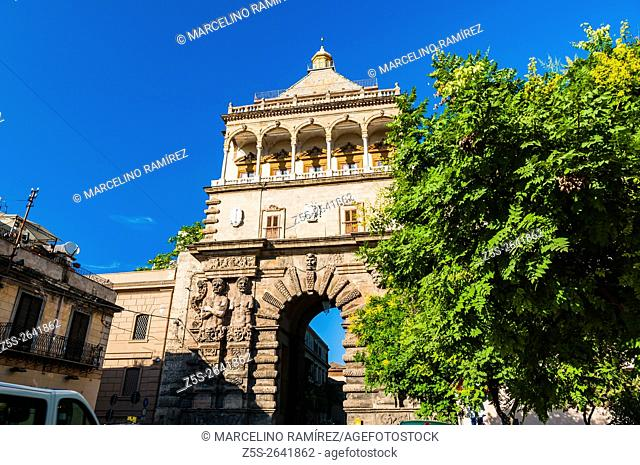 The New Gate - Porta Nuova-, adjacent to the Palace of the Normans - Palazzo dei Normanni -, was for centuries the most important entrance to Palermo