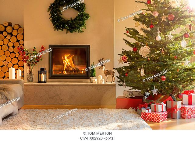 Ambient fireplace and Christmas tree in living room