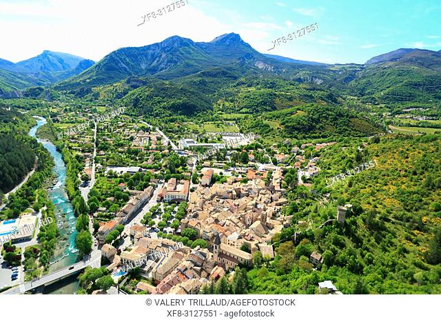Vue aerienne sur Castellane, Parc regional du Verdon, Alpes de Haute Provence, 04, PACA,