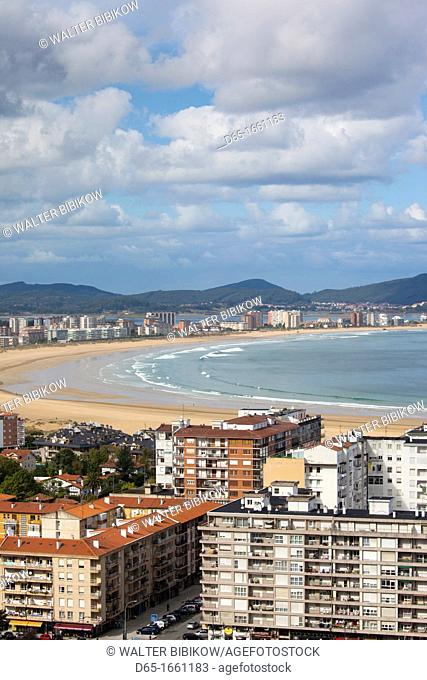 Spain, Cantabria Region, Cantabria Province, Laredo, elevated view of beach town