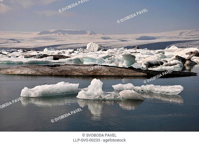 Floating icebergs, Glacial lagoon Jokullsarlon, Iceland