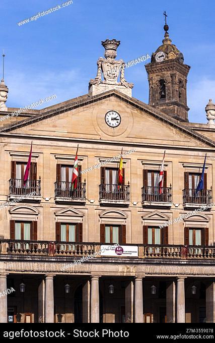 Ayuntamiento en la Plaza de España de Vitoria. Ã. lava. País Vasco. España