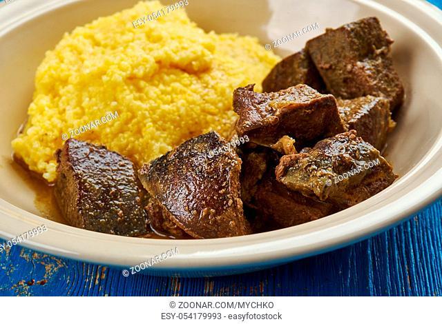 Tocana Pomana porcului - Romanian pork liver stew with corn porridge