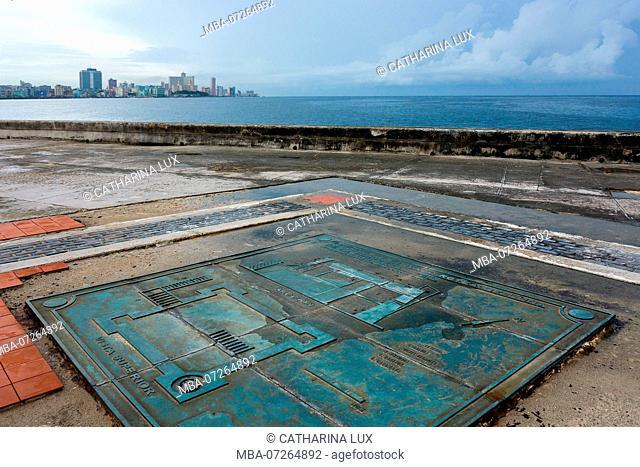 Cuba, Havana, Malecon, Castillo de San Salvador de la Punta
