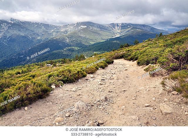 Valdesqui from Peñalara track. Sierra de Guadarrama. Madrid. Spain. Europe