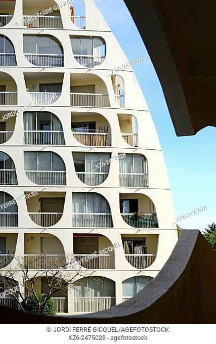 Building in the resort town of La Grande Motte, Architect: Jean Balladur, Languedoc-Roussillon, France, Europe