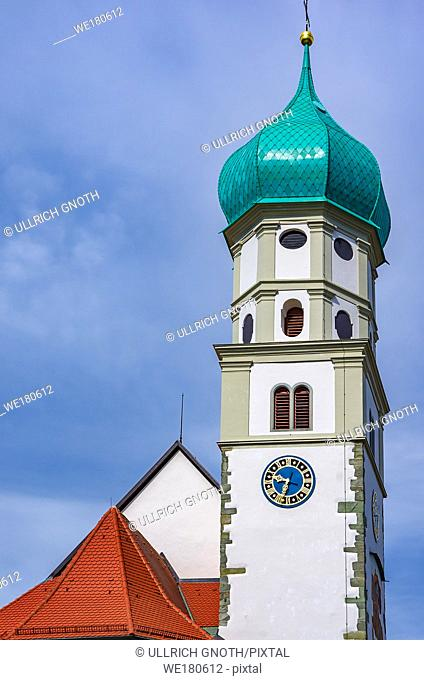 Catholic parish church of St. George with onion dome in Wasserburg at Lake Constance, Bavaria, Germany, Europe. Katholische Pfarrkirche St