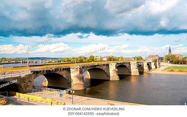 Die historische Augustusbrücke in Dresden während der Sanierung