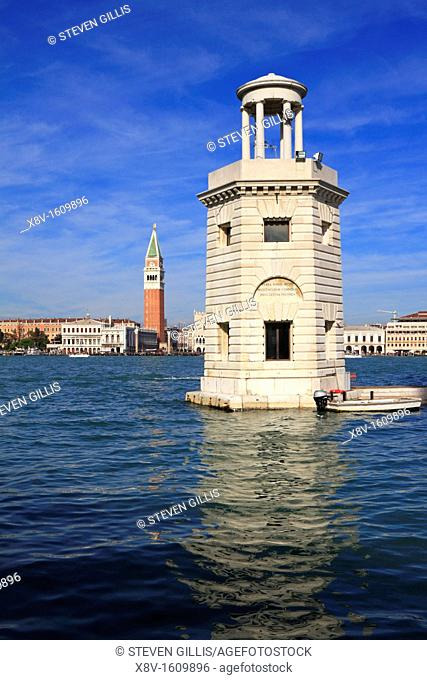 Lighthouse at the entrance to the San Giorgio basin with The Piazzetta, Campanile and Doge's Palace behind, Venice, Veneto, Italy, Europe