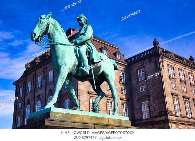 Bronze equestrian statue of Christian 1X outside Christiansborg Palace (Christiansborg Slot), Slotsholmen, Copenhagen, Denmark, Scandinavia