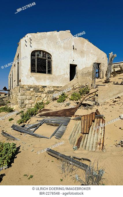 Ruined house, abandoned diamond mine, Kolmanskop, Namibia, Africa