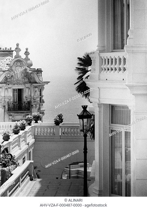 Monte Carlo: a terrace and a building with the sea in the background, shot 1968 ca. by Vannucci Zauli, Giuseppe