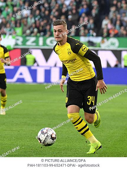 03 November 2018, Lower Saxony, Wolfsburg: Soccer: Bundesliga, 10th matchday: VfL Wolfsburg - Borussia Dortmund in the Volkswagen Arena