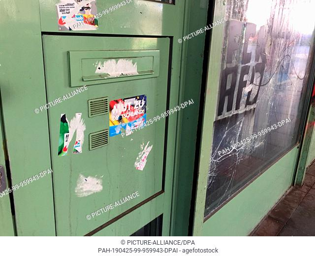 25 April 2019, Schleswig-Holstein, Kiel: The entrance and mailbox of the AfD regional office in Schleswig-Holstein can be seen