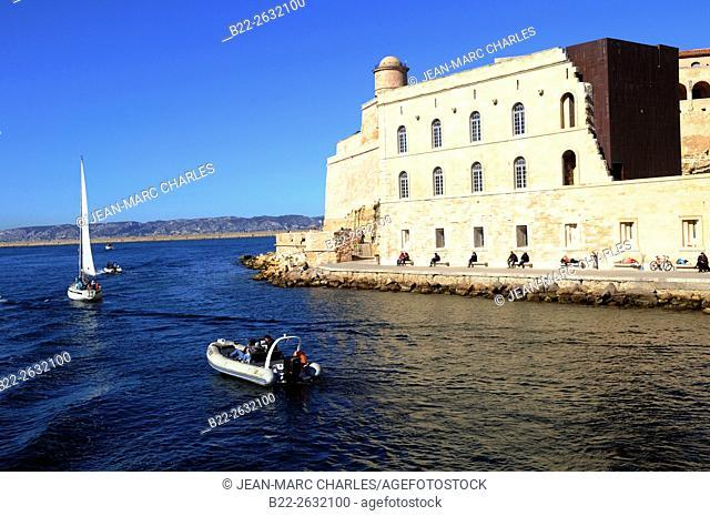 The Fort Saint-Jean, the entrance to the Old Port, le Vieux Port..Marseille, Bouches-du-Rhône, région PACA, Provence-Alpes-Côte d'Azur, France