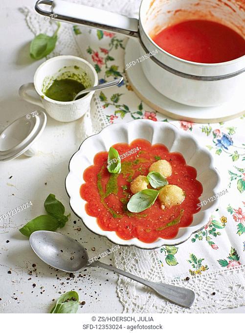 Caprese tomato soup with mozzarella