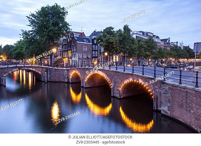 Reguliersgracht Canal at night. The historic centre of Amsterdam and its canals have been designqted a World Heritage Site by UNESCO