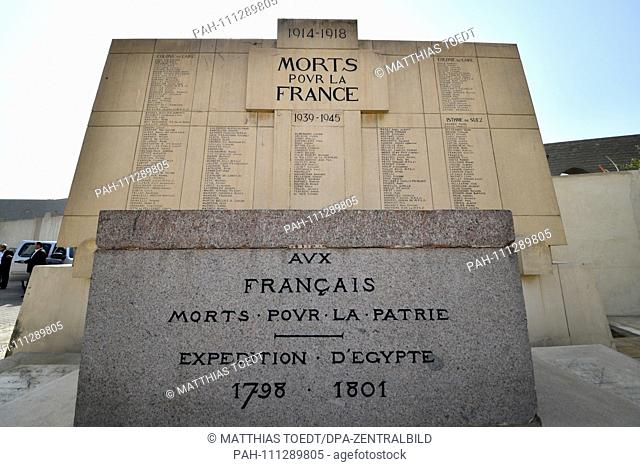 Memorial stones in the French cemetery in Cairo, with which the French fallen soldiers of the two world wars (background) and in the foreground the deceased...