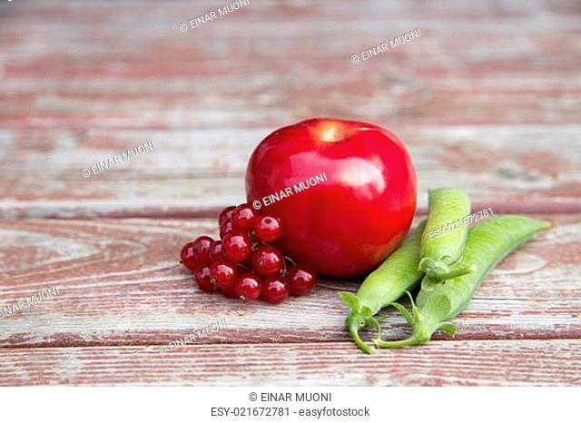 Ripe foxberry red apple and pea pods