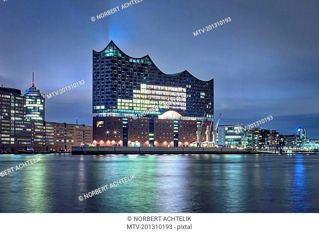 Cityscape of Elbphilharmonie and other buildings