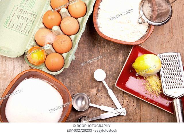 sponge cake ingredients eggs sugar flour lemon baking powder
