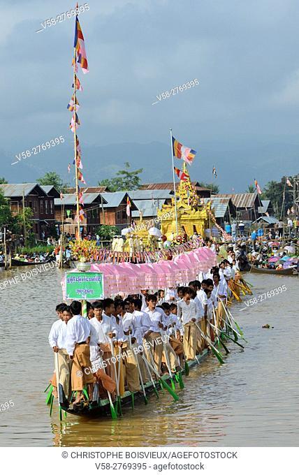 Myanmar, Shan State, Phaung Daw Oo village, Inle Lake festival, Procession of leg rowers