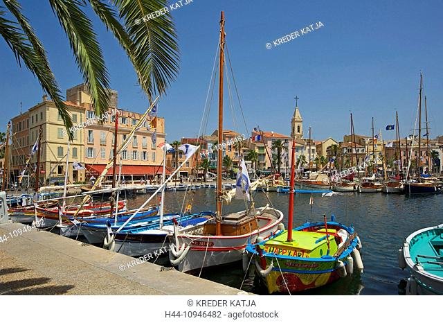 France, Europe, South of France, Cote d'Azur, Sanary-sur-Mer, fishing harbour, harbour, port, fishing boats, boats, outside, day