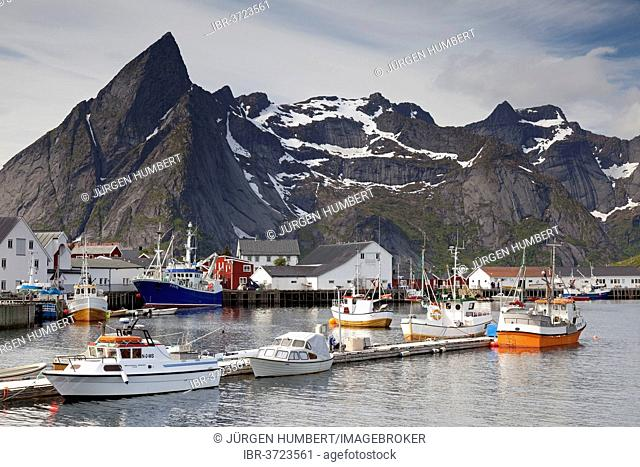 Fishing port, Hamnoy, Moskenesøy, Lofoten, Nordland, Norway
