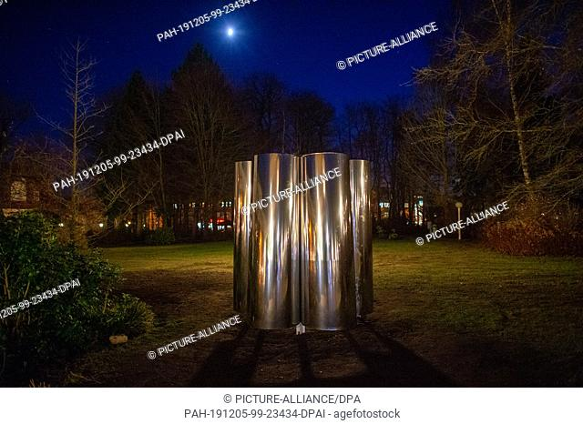 """04 December 2019, Saxony-Anhalt, Elbingerode: The metal sculpture """"""""give me a shelter: the Bauhaus in the mirror of care"""""""" stands in the park of the deaconess..."""