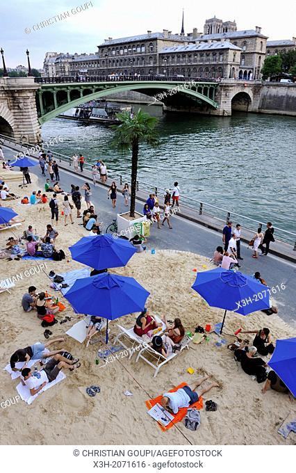 artificial beach on the Seine bank during the Paris-Plages operation, Paris, Ile de France region, France, Europe