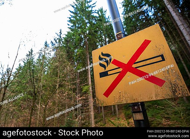 "11 February 2020, Saxony, Rathen: At the rock stage in the health resort Rathen, a prohibition sign with the meaning """"fire"""" is attached to a light pole at the..."