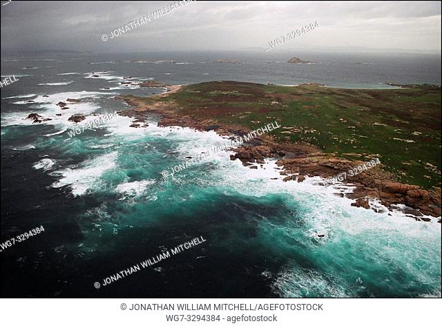 SPAIN Illa Salvora (Salvora Island) -- 15/12/2002 -- Aerial view of polluted coastline of Salvora Island off the Galician coast