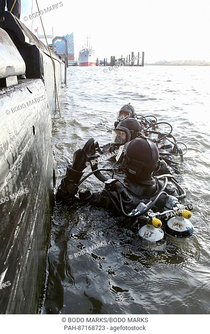 Divers search the river Elbe for the missing HSV employee at the jetties in Hamburg, Germany, 12 January 2017. Five days after the mysterious disappearance of...