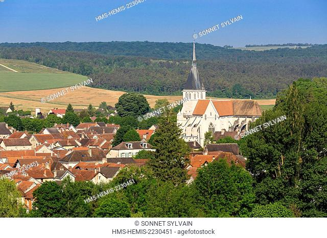 France, Aube (10), Mussy sur seine, overview on the village and Saint Pierre Church