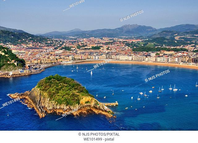 View of Santa Clara Island and La Concha Bay, from Igueldo Mountain, Donostia-San Sebastián, Guipuzcoa, Basque Country, Spain