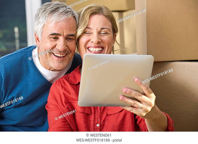 Germany, Bavaria, Grobenzell, Couple using digital tablet, smiling