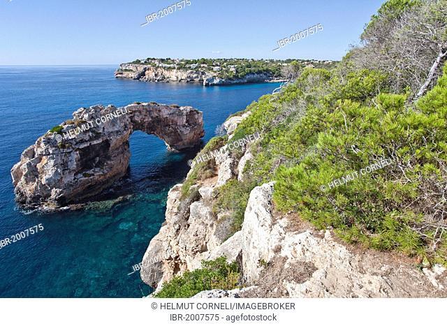 Natural stone arch, Es Pontas, rocky coast near Cala Santanyi, Majorca, Balearic Islands, Spain, Mediterranean, Europe