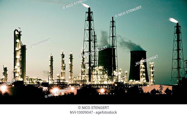 Leuna Works chemical plant at night, Leuna, Saxony-Anhalt, Germany, Europe