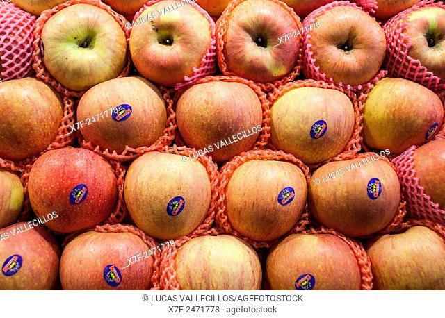 Apples, in La Boqueria market, Barcelona. Catalonia, Spain