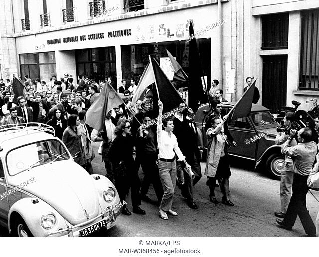 students of the Faculty of Political Science dissolve the institute employment, paris 1968