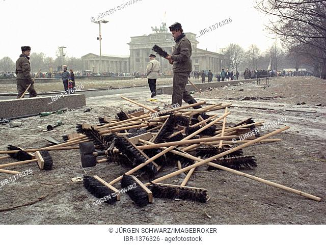 Cleaning up after the New Year's celebration in front of Brandenburg Gate, 01.01.1990, East Berlin, Germany, Europe