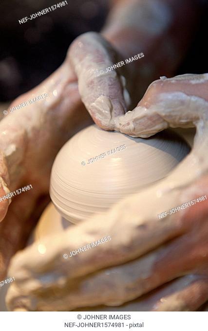 Making clay bowl