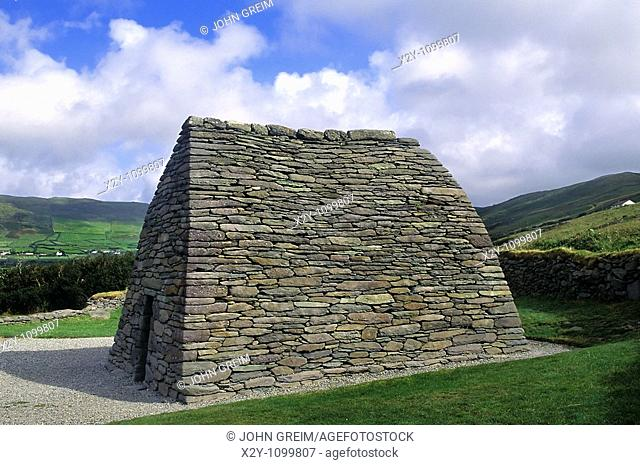 Gallarus Oratory, County Kerry, Ireland  Gallarus Oratory, One of the finest examples of an early Christian Church to be found in Ireland  Dating from 800 AD