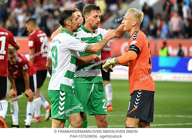 v.liTRoberto HILBERT (FUE) and Mario MALOCA (FUE) cheer with goalkeeper Sascha BURCHERT (FUE) after end of the game, action, jubilation, joy, enthusiasm