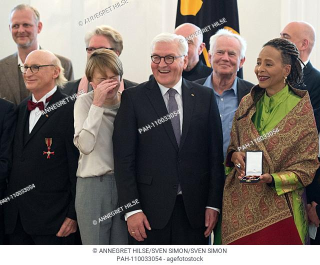 Group photo of the artists and artists with the Federal President Frank-Walter STEINMEIER and Mrs. Elke BUEDENBENDER front row from left to right: Otto WAALKES...
