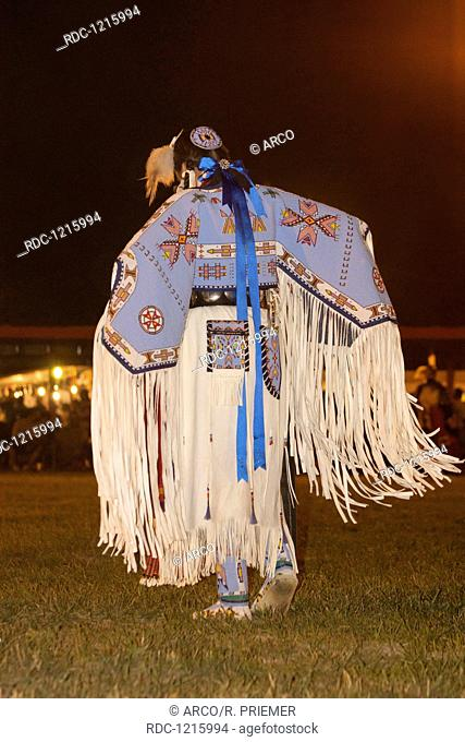 Lakota man in traditional clothing Stock Photos and Images