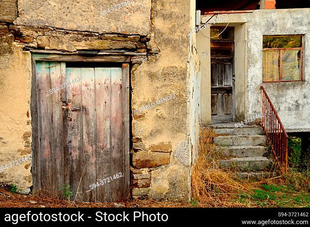 Rustic door in Celavente, O Bolo, Orense, Spain