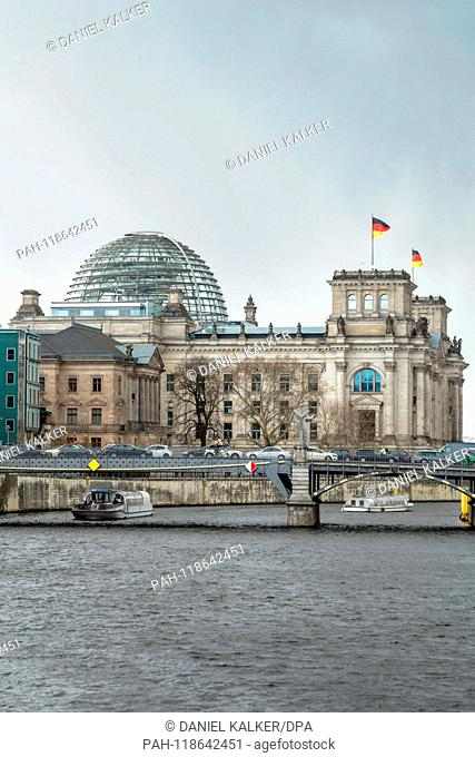 Germany: Reichstag building seen from the east alongside the river Spree.Photo from 18 March 2019. | usage worldwide. - Berlin/Berlin/Germany