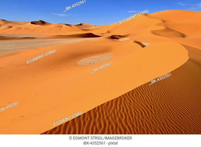 Sanddunes and clay pan, playa, at In Tehak, Tadrart, Tassili n'Ajjer National Park, Unesco World Heritage Site, Sahara desert, Algeria